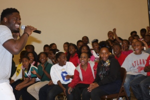 Fain_Sean Weatherspoon Atlanta Falcons_Students Cheer Photo