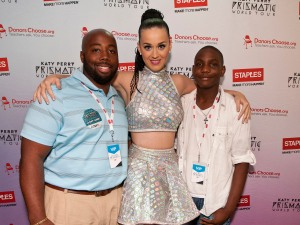 Global pop star Katy Perry with Bunche M.S. music teacher, Matthew Hall and rising 8th grader, Jalyn Barber (Photo by Dan Harr/Invision for Staples/AP Images)